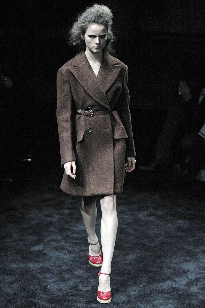 Prada - Fall 2009 Ready-to-Wear - Look 2 of 41