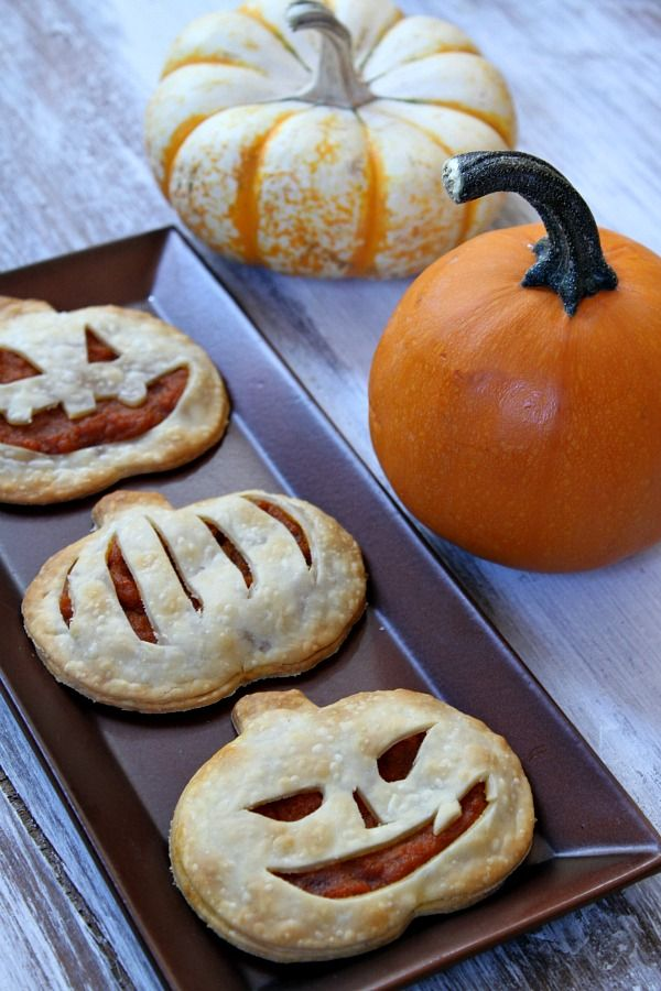 Pumpkin Pie Pop Tarts, so adorable & fun to make with kids! via Recipe Girl #Halloween #fall
