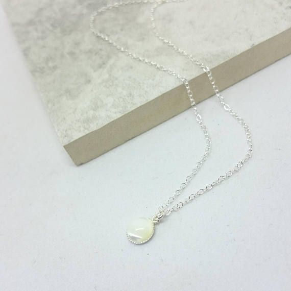 Mother of pearl shell Pendant. Perfect for a simple yet beautiful setting. Bridal Jewellery at its finest. A light Trace Chain completes this piece. Presented in a silver coloured jewellery box this item will be provided to you for free. Please note that this item is not suitable for