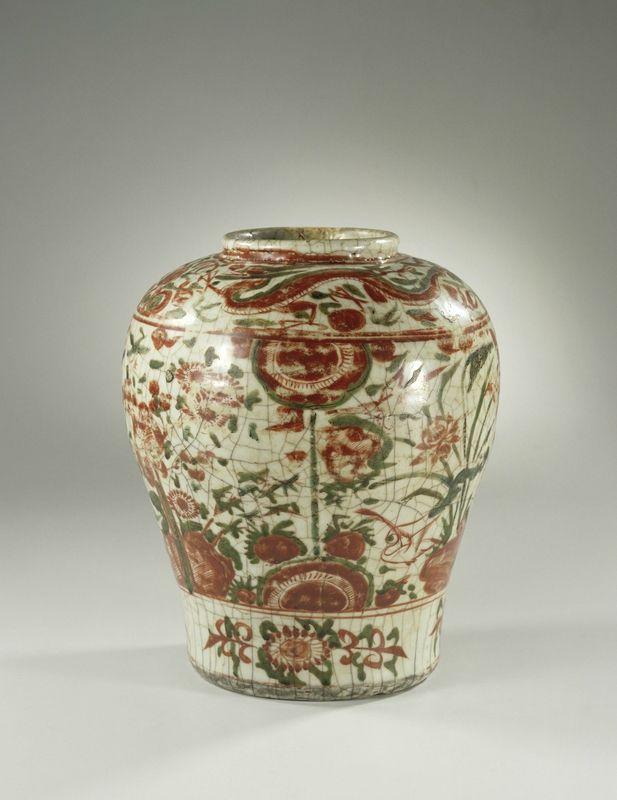 Baluster jar, Wanli period, c. 1575 - c. 1600, Swatow, h 24.5cm × d 9.4cm. AK-MAK-328. On loan from the Vereniging van Vrienden der Aziatische Kunst, 1972. Rijksmuseum, Amsterdam.