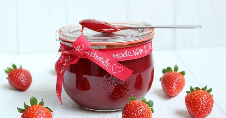 ...gutes kann sooo einfach sein :)           Ihr benötigt:   900 g Erdbeeren  300 g Gelierzucker 3:1  1/2 TL Vanila Bean Paste         ...