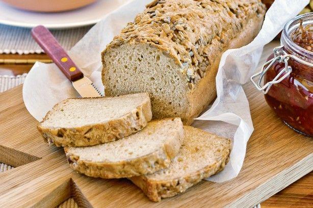 Πανεύκολο+ψωμί+με+μπύρα,+κρούστα+τυριού+και+ηλιόσπορο+σε+10+λ