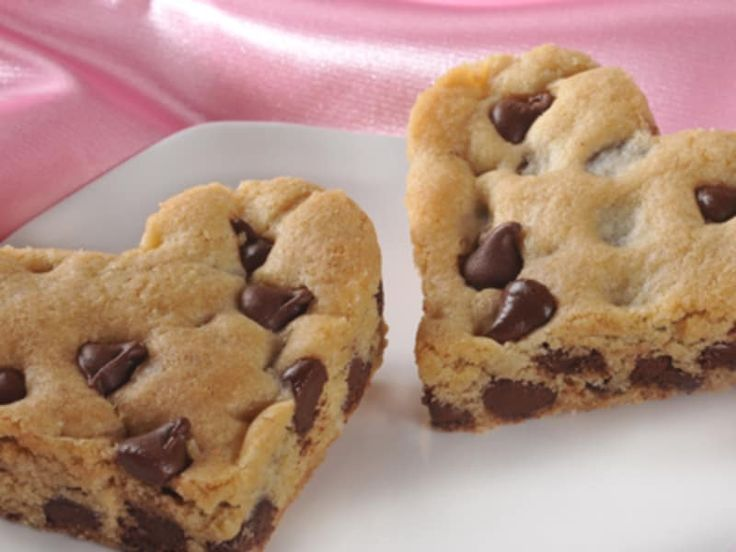 SAVOR THE SIMPLE TASTE OF A CLASSIC - Be sure to savor the moment with fresh-baked chocolate chip cookies made from Simply Delicious Chocolate Chip Cookie Dough. Simple, high-quality ingredients like real butter, cage-free eggs, pure cane sugar, unbleached flour and 100% real chocolate come together for a taste that is as sweet as the moment itself.