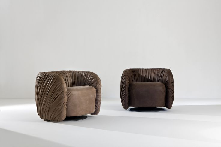 Drapè Lounge - Comfortable swivel armchairs covered with leather, designed by Bartoli Design to offer an extremely comfortable seat for luxury environments. | Laurameroni