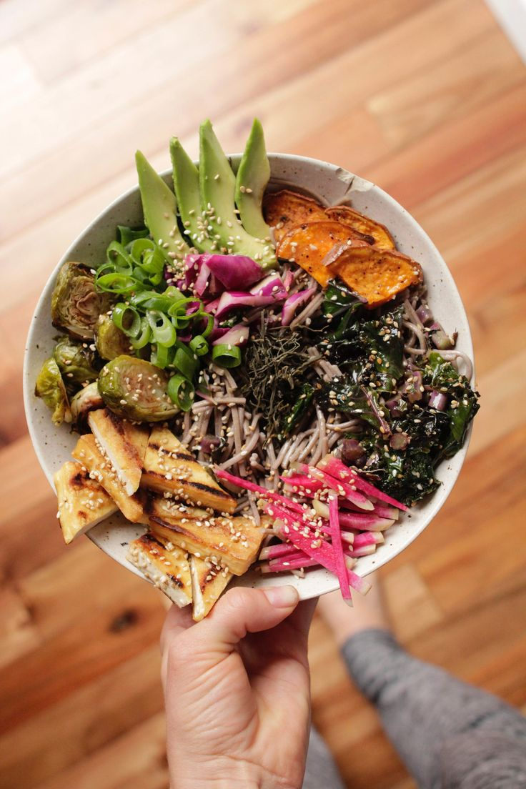 vegan soba noodle bowl with sea vegetables