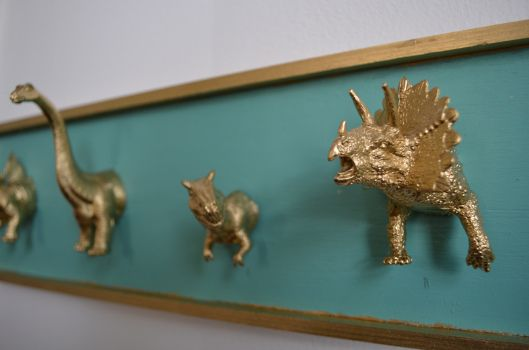 DIY- Dinosaur Jewelry Holder. I think it would work for a coat holder too!