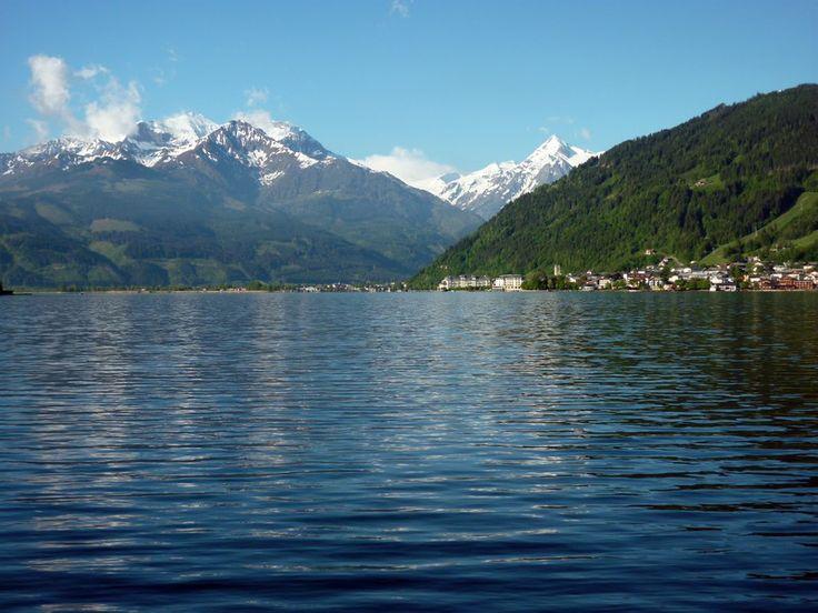 Zell am See - háttérben a Schmittenhöhe és a Kitzsteinhorn