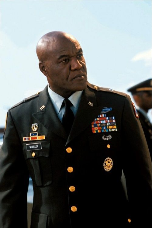 delroy lindo how tall