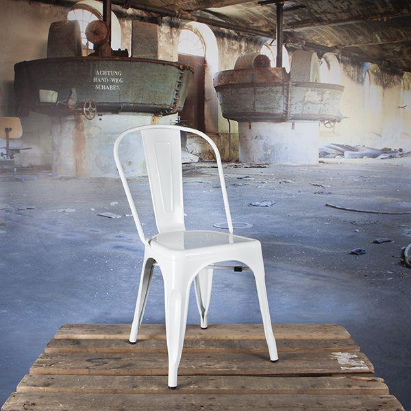 Het Franse Tolix  maakt al sinds de jaren '30 terrasstoelen naar het bekende ontwerp van Xavier Pauchard. In verschillende RAL kleuren of gegalvaniseerd.