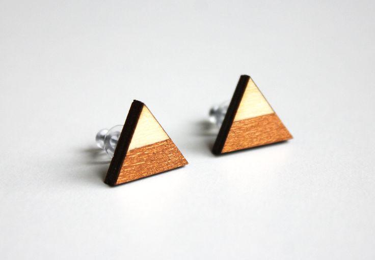 Driehoek houten oorbellen, lasergesneden, cadeau idee, houten oorstekers, valentijn cadeau voor haar door JolisMots op Etsy