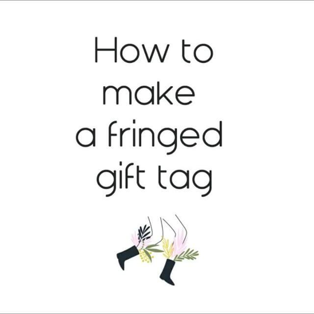 {Tuto #DIY étiquette #franges } Voici le second #tutorial de l'atelier DIY étiquette #cadeau que j'ai fait pour #DesPetitsHauts. Une nouvelle idée pour vos #paquetscadeaux   #lgstissent #gifttag #diytutorial #giftwrap #xmas #surprise #gift #cadeau #fringe #wooliscool #lalainefraiche #laine #diyblog #knitterofinstagram #fiberart #instawool #handmade #craft #LesGambettesSauvages
