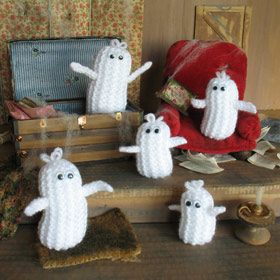This quintet of cute characters couldn't be quicker or easier to make from scraps of yarn and stuffing. They are knitted in garter stitch (no increases or decreases) and with one nifty stitch they stand up by themselves, like magic! by Jean Greenhowe. Find the free PDF pattern here: link
