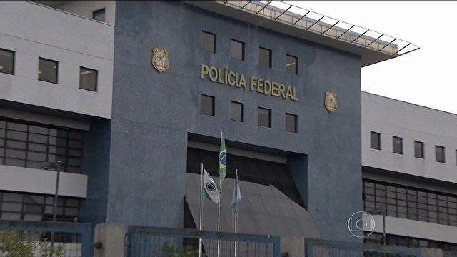 """PF diz que prendeu 18 pessoas em nova etapa da Operação Lava Jato Segundo PF, 49 mandados de busca e apreensão foram cumpridos. """"Operação resultou na prisão de ex-diretor da Petrobras Renato Duque. """" - md"""