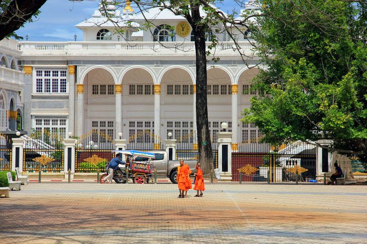 http://www.vietnamitasenmadrid.com/laos/palacio-presidencial-vientian.html Palacio Presidencial de Vientian desde Parque Chao Anouvong