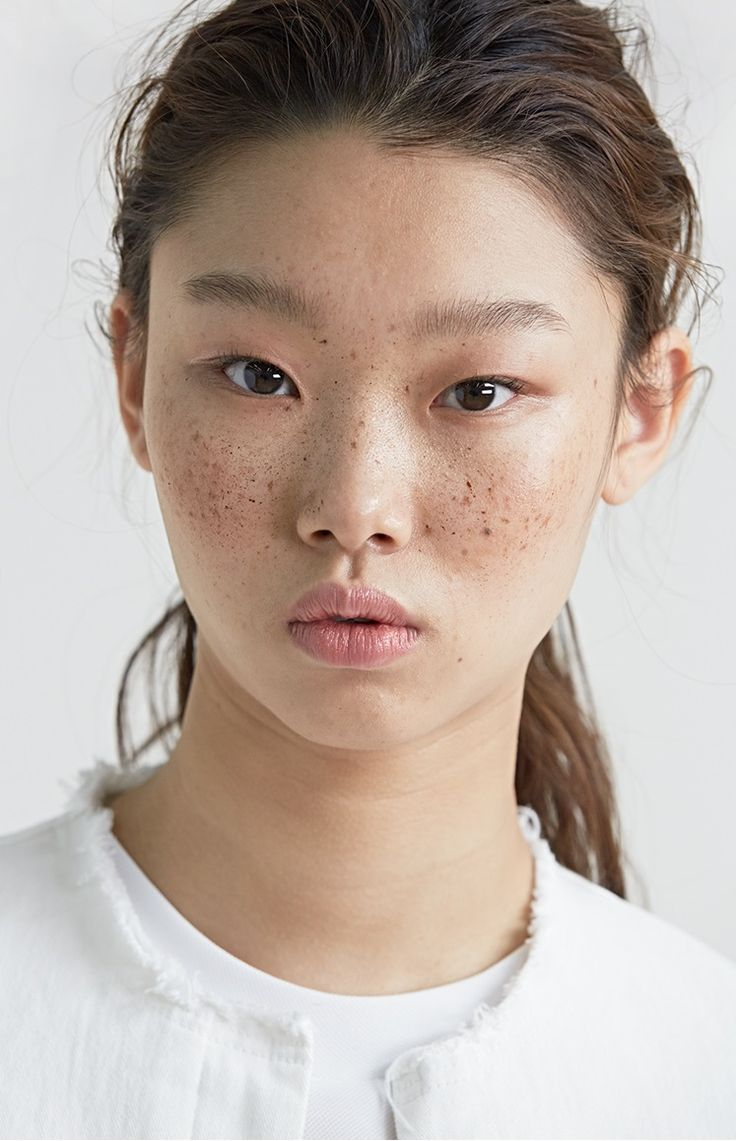 This girl has very full lips. And she has light eye brows, and not a very prominent nose like me. I like the skin texture(especially the freckles) on her face, I think this might be makeup, because Asians don't tend to have freckles
