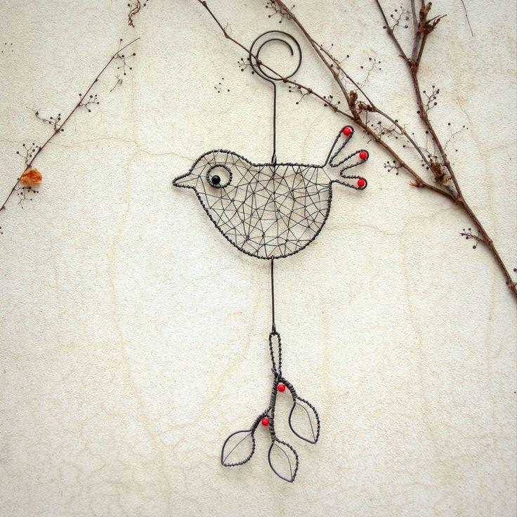 Lintu ja oksa.