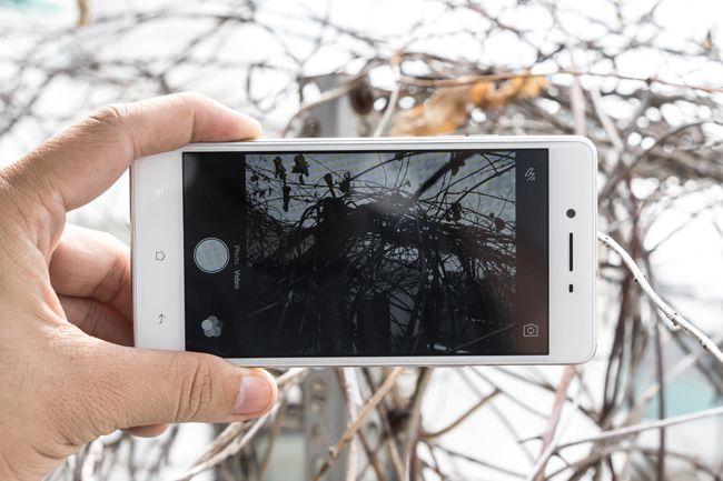 Để sản xuất ra 1 chiếc điện thoại chụp ảnh đẹp không phải là dễ, chính vì vậy mà hiện nay không có nhiều sản phẩm được trang bị tốt cả camera trước và camera sau. Nếu có thì chỉ là các dòng sản phẩm cao cấp với giá bán cao. Nhưng giờ đây các bạn đã có thêm 1 lựa chọn tuyệt vời với điện thoạiOppo F1.