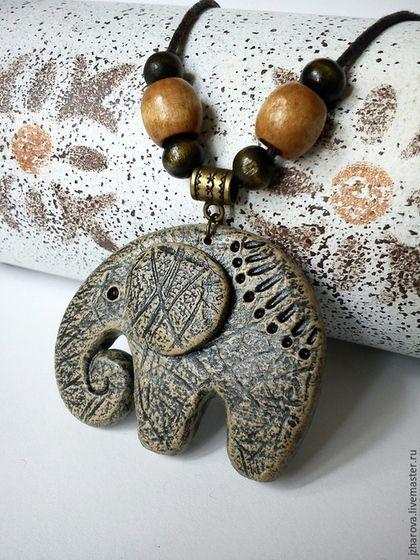 Купить или заказать Кулон Белый слон в интернет-магазине на Ярмарке Мастеров. Кулон Белый слон. Кулон выполнен из полимерной глины,тонирован акриловой краской,покрыт лаком.Шнур декорирован деревянными бусинами. В некоторых странах белый слон почитается,как священное животное.Является символом счастья и благополучия. Другие кулоны и подвески: www.livemaster.ru/jzharova?