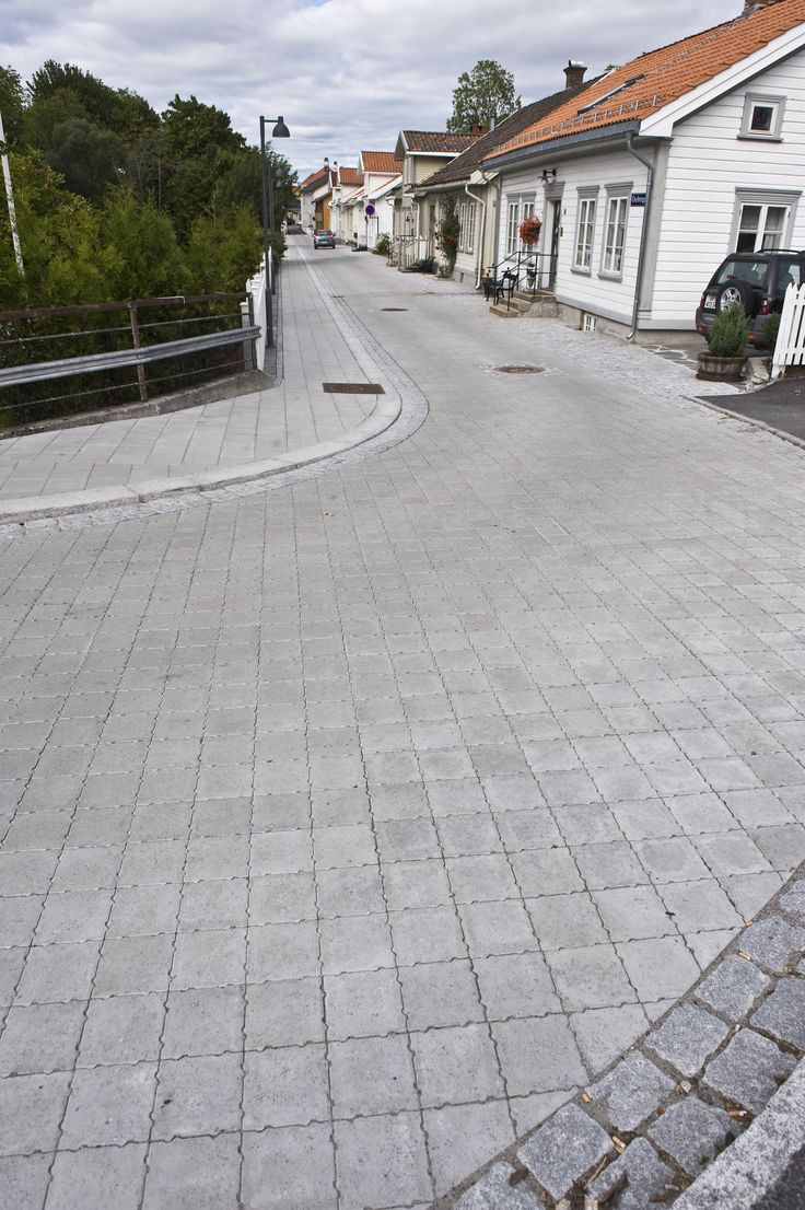 Aaltvedt Priora Classic til Porsgrunn sentrum.  http://www.aaltvedt.no/produkter/prosjektstein/maskinleggbar-belegningsstein