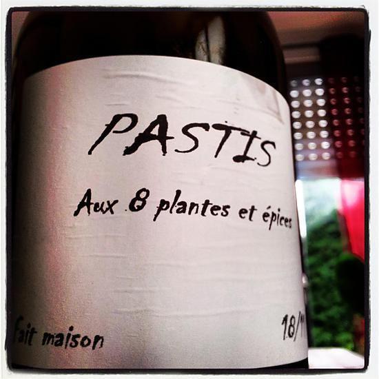 La meilleure recette de Pastis Maison! L'essayer, c'est l'adopter! 0.0/5 (0 votes), 2 Commentaires. Ingrédients: 1 Litre d'eau de vie ou Alcool de fruits 30 g d'Etoiles d'Anis ou Badianne 10 g d'Anis vert 1 Bâtonnet de Réglisse 1 Bâton de Cannelle  Plantes Aromatiques ( Thym, Romarin, Sauge, Sarriette...) 200 g de Sucre ( Facultatif )