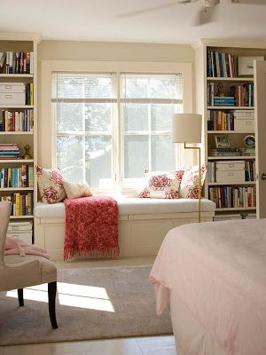 window seat, bookshelves