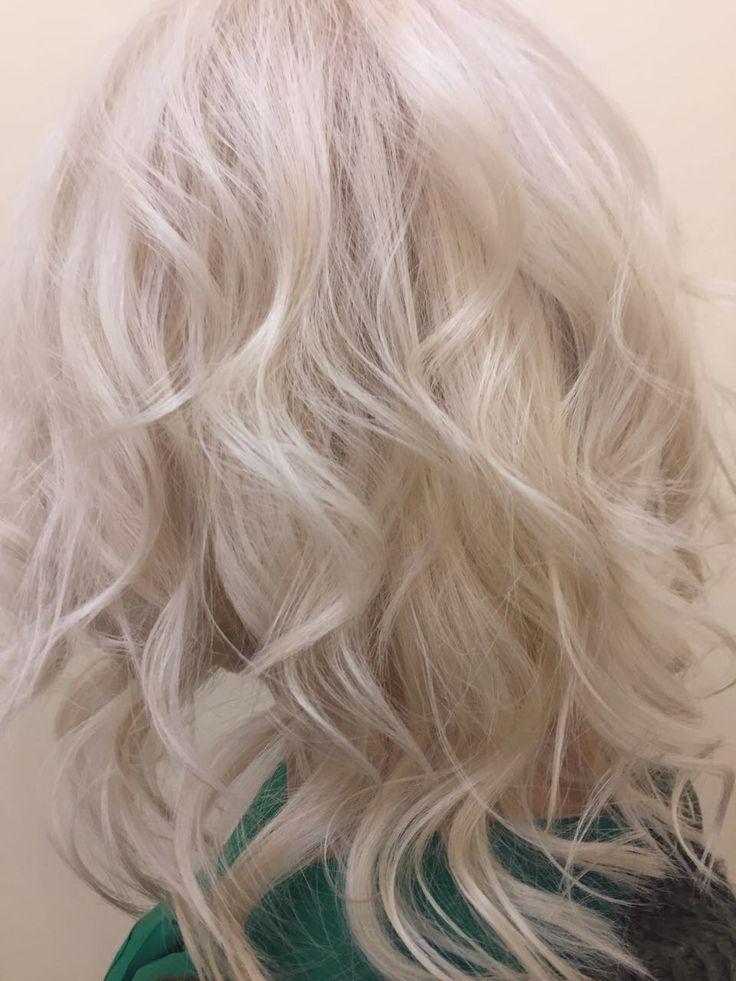 Очень красивый и чистый блонд  🌐www.oblaka.studio 📱WhatsApp +79037981893 ☎+7(495) 005 37 89 📍 ул. Коломенская 12к2  🕰 10.00-22.00 #салонкрасоты #маникюр #педикюр #косметология #окрашиваниеволос #стрижки #прически #коломенское #риверпарк #nanoprofessional #oblaka_msk #облака #oblaka #hair #hairstyle #beauty #биоламинированиеногтей #Q8#oblakamsk #скайфорт #skyfort