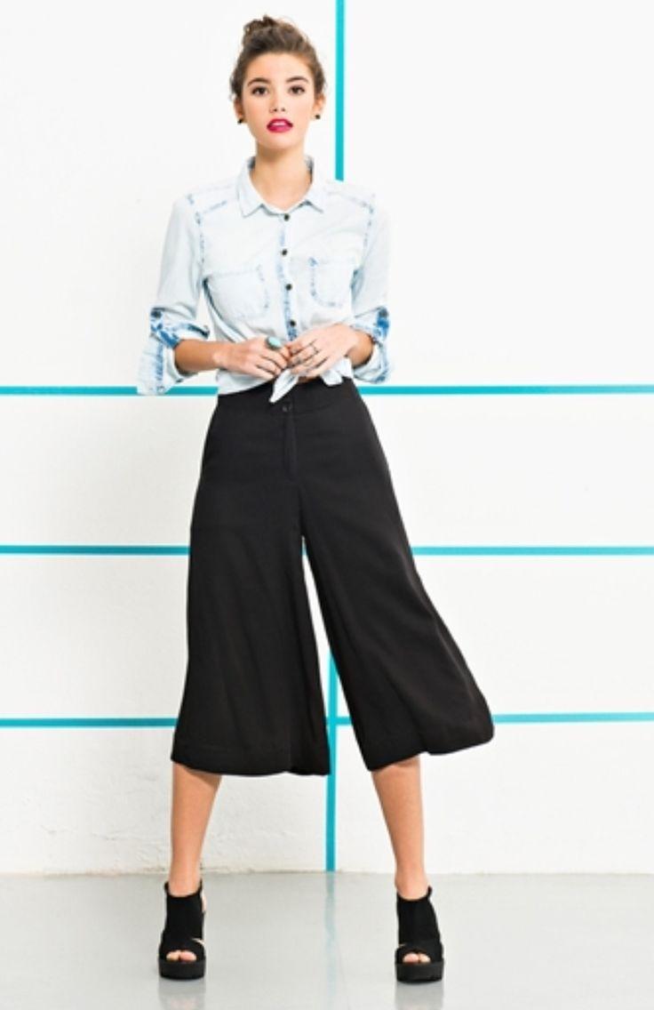 Pantacourt da YOUCOM. Popular na Europa já há alguns anos, a Pantacourt – também conhecida como culotte ou apenas bermuda mídi – como o próprio nome diz, é uma pantalona curta!  Descubra como usar!