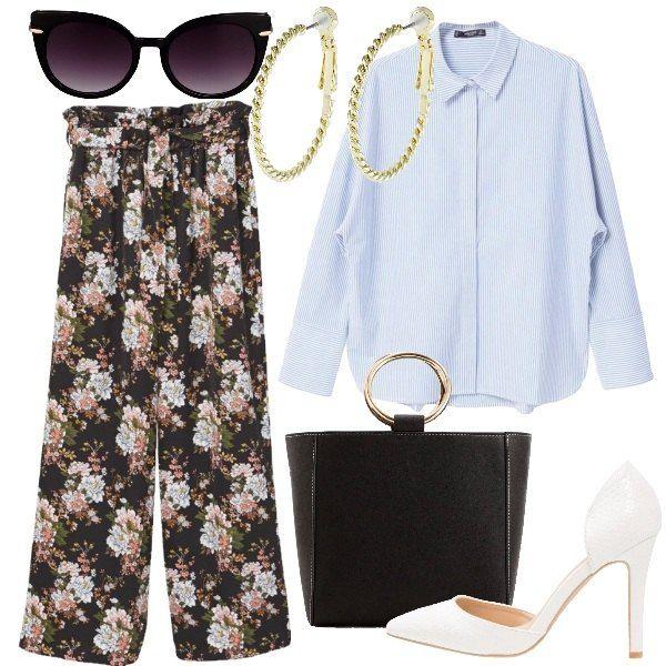 Per un pranzo fuori o per il lavoro: camicia azzurra bastonetto e pantalone palazzo a fiori entrambi di vestibilità comoda. Accessori semplici, décolleté bianca e borsa a mano particolare.
