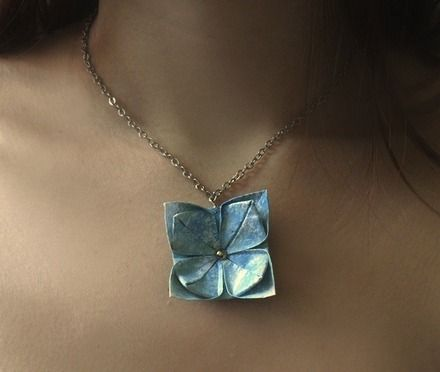 The moonlit night - collier avec une fleur d'origami For the wedding, maybe?