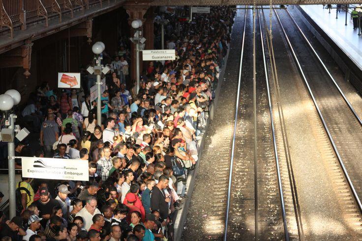 Brasileiros e americanos foram às ruas para conhecer o mercado de trabalho de São Paulo. Como resultado, um sistema que espalha oportunidades de emprego via SMS, o Emprego Ligado.