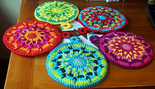Ravelry: Kaleidoscope Hot Pads pattern by Cylinda Mathews. Kaleidoscope Hot Pads by Cylinda Mathews. Free pattern via Ravelry. I think I am going to utilize and visualize this design idea into purses or maybe use a smaller yarn and hook and make Christmas ornaments making the top (loop) in silver or gold.  The possibilities of gift idea head rushes are endless! I can do this! ¯\_(ツ)_/¯