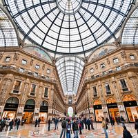 In the main Italian cities - like Rome, Florence and Milan - you can walk along famous shopping districts where you can admire both the big stores and the small boutiques, or the local markets where you can find great bargain! Ask us the best offer