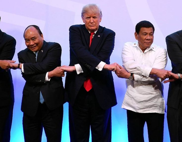 Thailand's PM Prayut Chan-o-Cha, Vietnam's PM Nguyen Xuan Phuc, U.S. President Trump, Philippine's President Rodrigo Duterte and Singapore's PM Lee Hsien Loong pose for a family photo during the ASEAN-US 40th Anniversary commemorative Summit in Manila