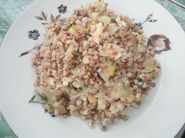 Вкусная гречка с яйцом Простое в приготовлении блюдо из гречки получается вкусным и сытным. Оно может быть гарниром или самостоятельным блюдом. Это рецепт здорового питания.
