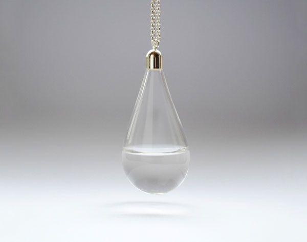 Tranen van verdriet, tranen van geluk. http://www.gimmii.nl/ketting-sieraad-druppelvormig-glas.html