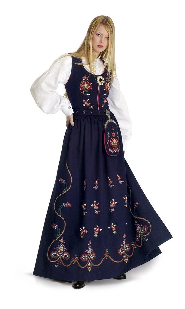 Kvinnebunad fra Sykkylven 1 = Female bunad from Sykkylven #norway