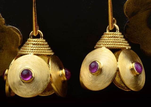 Gehna offer to showcasing Minimalist Indian jhumkis with a dash of rubies is handcrafted in 18k gold online in Chennai