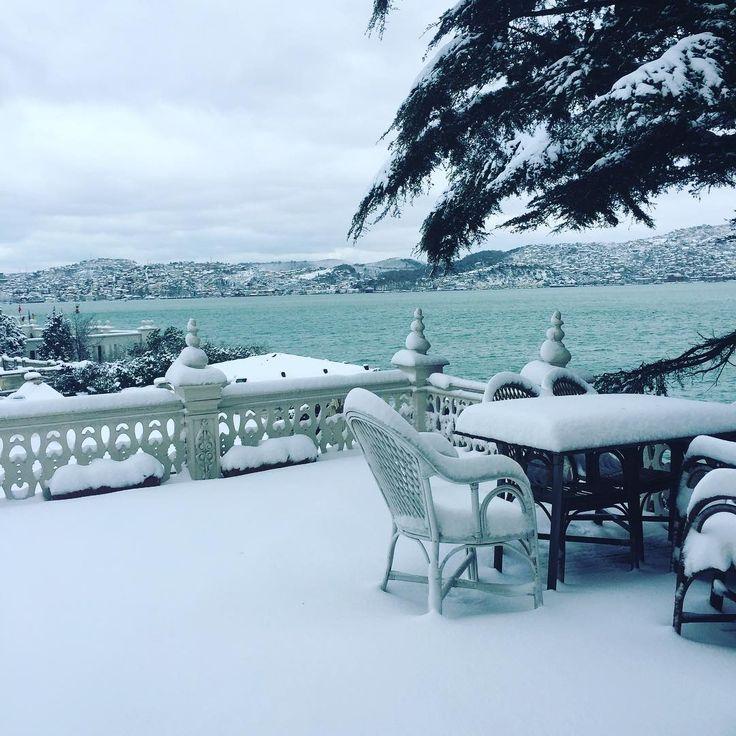 Karlar düseeer... ❄️ Another beautiful snowy day in Istanbul. #saithalimpasayalisi #istanbul #bosphorus #snow #kar