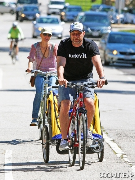 Naomi Watts and Liev Schreiber enjoy some time at the farmers' market before riding their bikes through Brentwood. Los Angeles, California