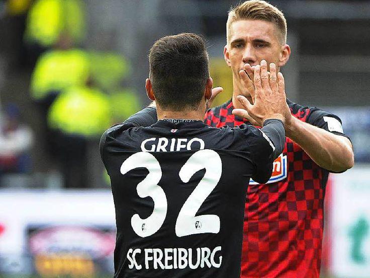 4:1 gegen Paderborn – SC Freiburg stürmt an die Spitze - Dem SC Freiburg gelingt beim 4:1 gegen Mitabsteiger SC Paderborn ein optimaler Start, Nils Petersen trifft drei Mal, nur das späte Gegentor trübt ein wenig die Freude. Ein wenig!