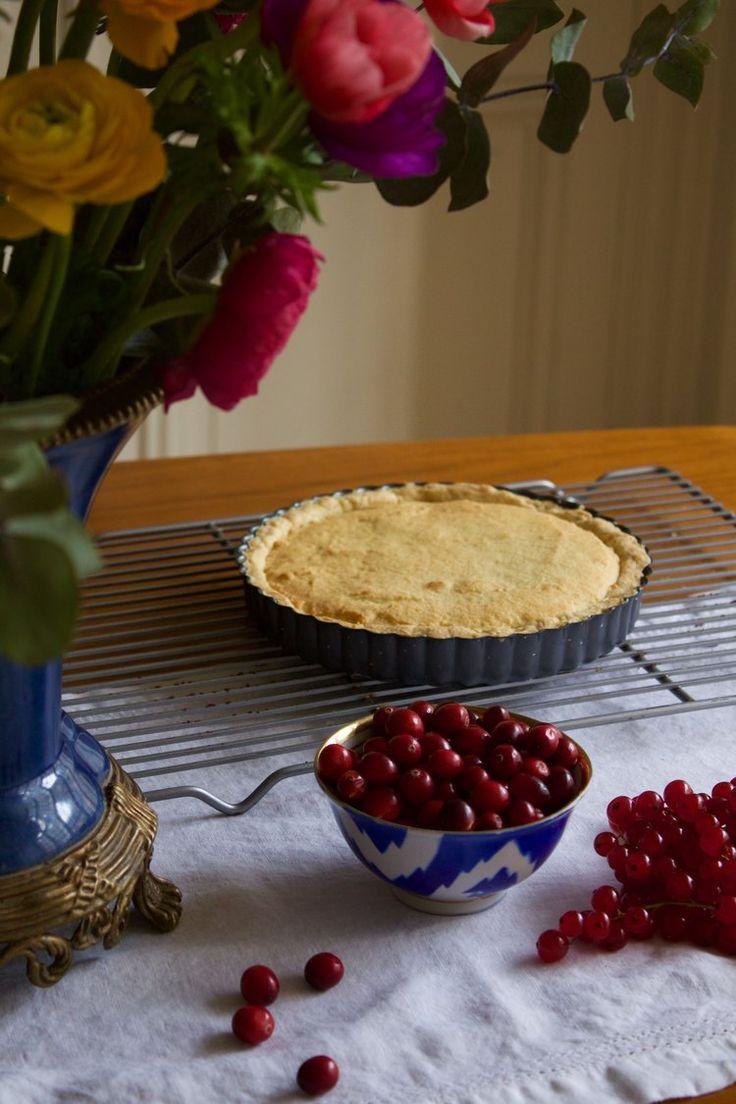 Recipe for a cranberry frangipane tarte for Thanksgiving in Paris by Cake Boy Paris.
