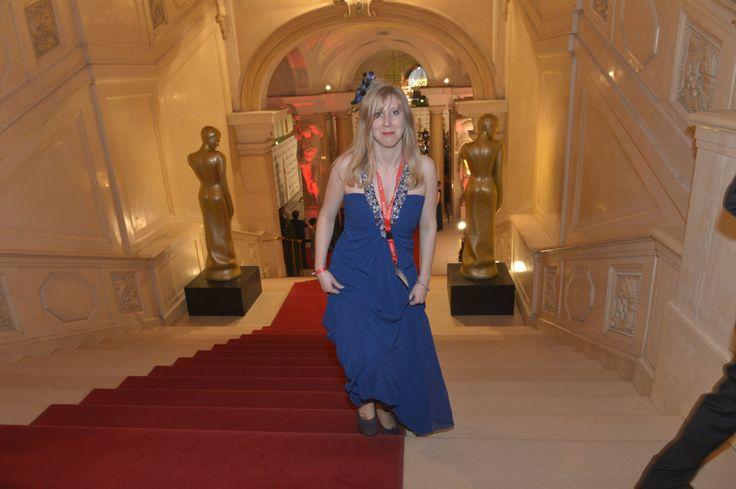 Dienst-Outfit, einmal anders: KURIER-Chronik-Redakteurin Anna-Maria Bauer am Weg zur ROMY-Gala 2014.