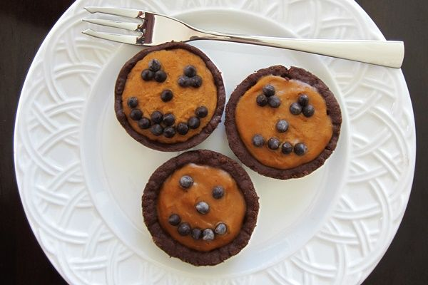 Bake Mini Pumpkin Pies with Chocolate Crusts WITH Dairy Free Chocolate ...