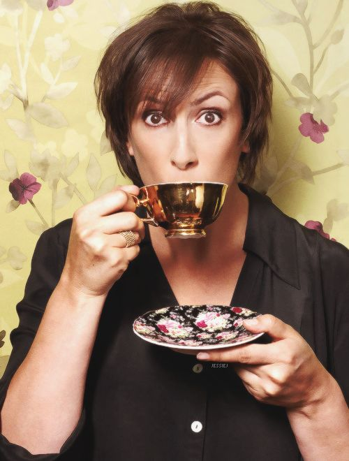 Miranda really is a classy lady. I would drink tea with her. And sing in people's faces.
