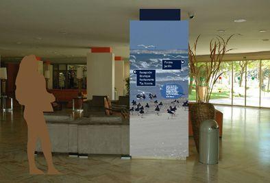 Señalización del Gran Hotel El Coto, Doñana, Huelva. Diseño Arcadi Moradell / SignalDesign.  Señales direccionales.