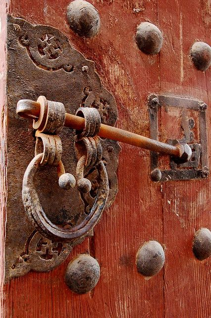 temple door latch