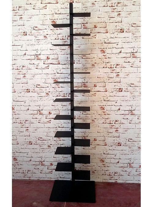 Libreria a colonna verticale XLab Tower con 19 mensole adatte a contenere libri e riviste, struttura autoportante in ferro verniciato, la funzione delle doppie mensole permette di sfruttare al meglio lo spazio, può ospitare circa 160 libri. Un idea semplice e funzionale la nuova libreria verticale a colonna TOWER, studiata appositamente dai Designer XLAB per arredare il tuo ambiente e poter sistem