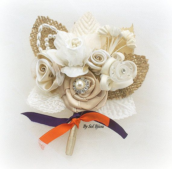 Flor en el ojal, Tan, ciruela, naranja quemado, púrpura, marfil, ramillete, otoño boda, broche, padrino, madre de la novia, perlas, arpillera, cristales