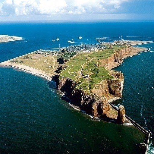 Ahoi .. kennt Ihr eigentlich Deutschland HochseeInsel? Wer war bereits da? Dank an @inselaffe5100 und liebe Grüße auf die Insel!   Tagt Eure besten Strand- und Inselfotos mit #lanautique. Wir veröffentlichen täglich unsere Favoriten. Ahoi! ------------------------ #nordsee #ostsee #küste #meer #urlaub #insel #amrum #wangerooge #juist #borkum #rügen #fehmarn #sanktpeterording #baltrum #norderney #sylt #föhr #langeoog #spiekeroog #helgoland #sonne #strand   #meer #mode #küste #nordsee #ostsee