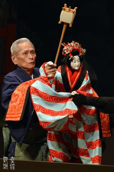 文楽 Bunraku The most sophisticated Puppet theater. They are more human than human.